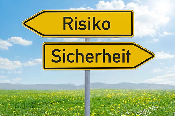 """Straßenschild """"Risiko & Sicherheit"""""""