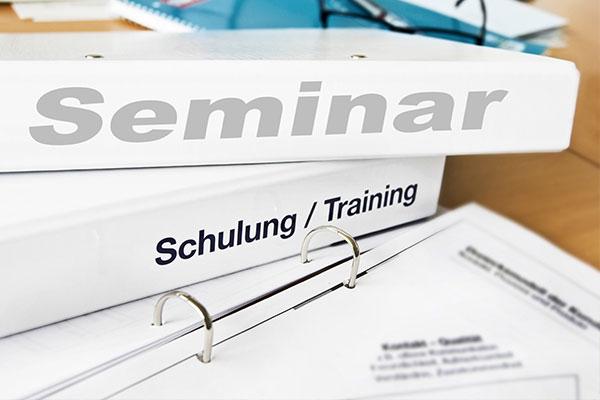 Odnerstapel für Seminare und Trainings